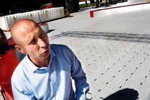 """Robert Bronett är lycklig över att vara tillbaka som cirkusdirektör på Cirkus Scott. """"När man inte sysslar med något på en lång tid har man glömt bort vilka känslor man egentligen har. Alla varma känslor har kommit tillbaka till mig nu"""", säger han. Foto: Lars-Eje Lyrefelt"""