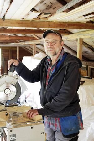 På vinden där Kalle Boman räknar med att kunna sortera sitt 50-åriga filmarkiv.