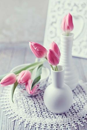 Färska blommor livar upp vilket rum som helst. Hamnar de dessutom i en snygg vas fungerar de som en vacker inredningsdetalj.