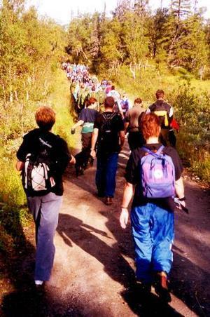 Arrangörerna hoppas att många jämtar och övriga kommer på fötter när Frösöluffen genomför andra upplagan av denna vandring. (Bilden är tagen vid ett tidigare tillfälle).Foto: Rolf G. Swedbergh