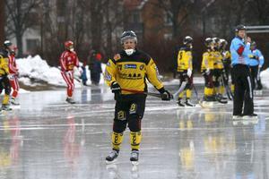 ÖSK:s Andreas Ingemarsson noterade två assist – och blev utvisad tio minuter för