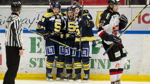 Christofer Blid, Jonas Westerling och Robin Nilsson jublar över ett mål mot Hudiksvall.