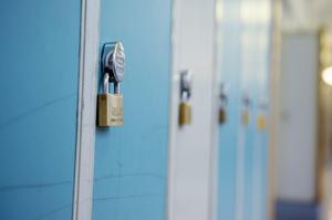 Alla ska vara trygga med att lämna sina barn till skolan. Foto: Jessica Gow / TT.
