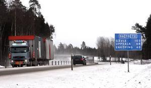 Salas nya förbifart omfattar sammanlagt 18 kilometer väg som underlättar för trafiken på väg 56 från/till Gävleområdet och väg 70 mellan Stockholm och Dalarna. Bilden är från trafikplats Evelund där 56 och 70 delar sig.