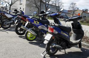 2008 tillhörde 83 500 av totalt 204 244 förarbevis för moped tjejer.