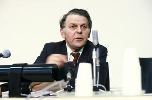 Statsminister Thorbjörn Fälldin (C) på en presskonferens i riksdagshuset vid tiden för hans andra avgång som statsminister på våren 1981.