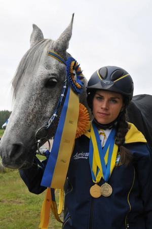 Annelie Eriksson från Bjursås tog ett individuellt brons och ett guld i lagtävlingen vid nordiskt-baltiskt mästerskap i distansritt i kristinehamn förra helgen.