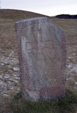 Runstenar tillhör de gamla källorna till det gamla nordiska språket. Men de äldsta är få och längre tillbaka kan vi bara gissa hur språket lät.