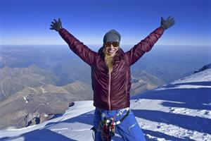 Trots att Maria träffades av blixten dagen innan så besteg hon Elbrus dagen efter hennes trettioårsdag. Tidigare har hon bestigit bland annat Mount Everest.