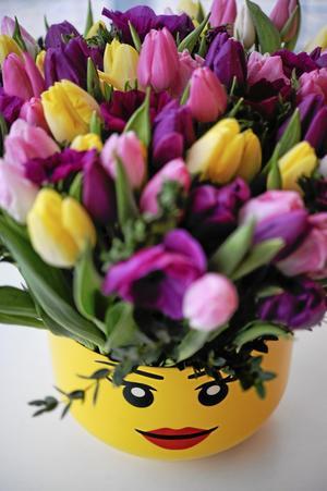 Bildtext 10: Barnens legolåda är trendigaste vasen.