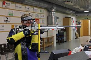 Den 2 januari ska Mats till Sävsjö på tävling, ska man vinna där måste man ha 597 poäng av 600. Det är 60 skott som ska skjutas och träffar man mitten får man 10 poäng.