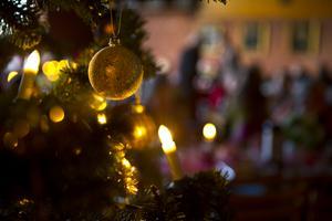 Julstämning hos kyrkan.