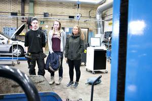Simon Roth, Avida Moén och Isabel Olsson var tre av de elever som i våras kämpade för fordinsprogrammets överlevnad.