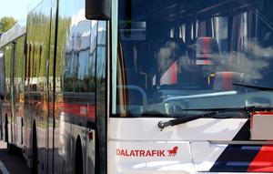 I länet rullar cirka 250 bussar i Dalatrafiks regi. Samtliga är utrustade med härdat glas på passagerarplats samt med upp till sju stycken fönsterhammare.