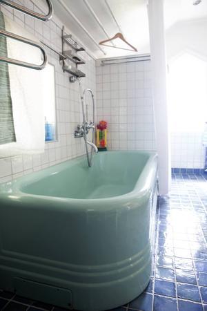 Badkaret från 1944 behöll makarna när de flyttade in.