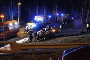 Två personer färdades i bilen vid olyckan.