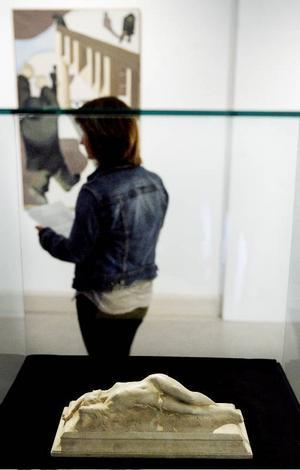 I förgrunden Mai Näsmans favorit, skulpturen Vågen  av Gusten Lindberg.