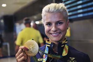 Jenny Rissveds fortsätter prisas för det guld hon vann i sin OS-debut i somras. På söndagen röstades hon fram till utmärkelsen Årets stjärnskott och fick motta ett stipendium på 25 000 kronor.