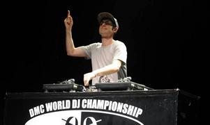 DJ Shiftee från New York. I kväll kommer han till NG8 i Gävle.