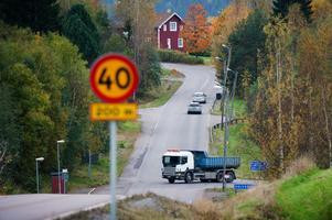 Trafikverket inleder en förstudie av vägen genom Halvarsgårdarna. Målet är att förbättra trafiksäkerheten.