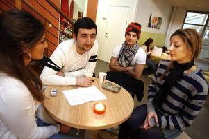 Shevin Hovak, Umit Bilek, Rogesh Hovak och Susan Hark har alla valt att läsa det som engagerar dem.