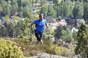 Piloten Albin Eriksson, 42 år, ställde upp i herrarnas 28 kilometer och närmar sig här målgång.
