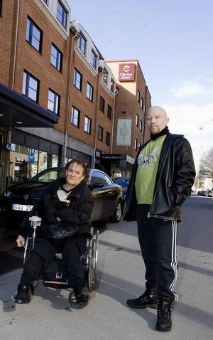 Eva Bäckman och Stefan Johansson parkerar ofta bilen inne i centrum, men tror inte att de påverkas så mycket av Nygatans avstängning.