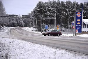 Pengarna ska bland annat gå till att göra E14 mer trafiksäker.