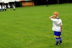 Målvakt. När medspelarna anfaller finns det inte mycket att göra för Rasmus Persson som hjälper till i målet.