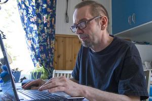 – Jag har jobbat stenhårt med Jasna och jag är nervös för mottagandet, säger Svegsbördige Micael Lindberg, som numera bor i Linsell.