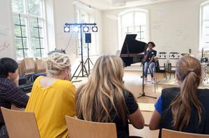 Josefin Fällgren, som går i klass fyra på Prolympia, sjöng inför juryn som blev förtjust.