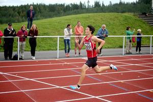 14-åringen Oliwer Danielsson, Östersunds GIF, tog guld på 200 meter och silver på 60 meter vid Norrlandsmästerskapen inomhus i Piteå.