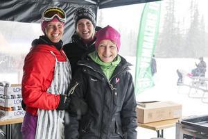 Annica Björnsdotter, Anna Halvarsson och Susanne Beckman från Vemdalens IF fixade hamburgarna.