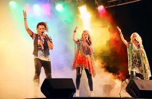 Storschlaget bjöd på en bejublad show. När Caroline Jönsson, Lena Nilsson och Gregor Michaj, drog i gång den officiella Härjedalen Pridelåten var det en nästintill en magisk upplevelse.