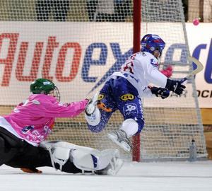 Det blev ett tungt fall i ABB Arena för Magnus Olsson och Edsbyn.