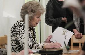 I 16 år höll Ulla-Britt Härdin i ordförandeklubban. Nu har hon blivit vald till hedersmedlem.