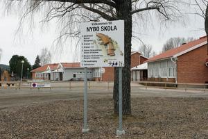 Beslutet om Nybo skolas framtid tas inte förrän senare i höst. Det lutar dock åt nedläggning.