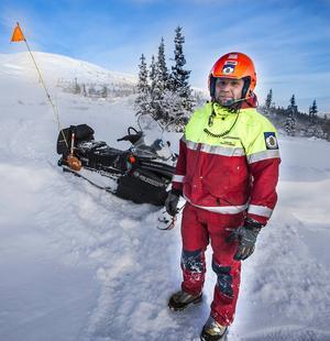 – Det som påverkar lavinfaran mest är snö, vinden och temperaturväxlingar mot vårkanten, säger Rickard Svedjesten, fjällräddare i Oviksfjällen.