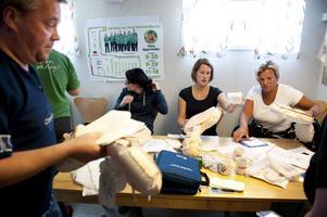 Förutom defibrillator fick personalen också arbeta med hjärt- lungräddning.