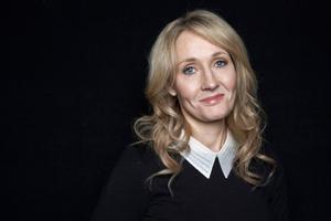 JK Rowling har skrivit den åttonde boken tillsammans med manusförfattaren Jack Thorne och teaterregissören John Tiffany.    Arkivbild: Dan Hallman/Invision/AP/TT