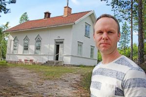 Elimkapellet i Kyan har fått ny ägare. Tomas Johansson har planer på att flytta dit – men först måste det renoveras inifrån och ut.