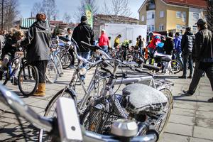 Under lördagen höll Ljusdals cykelklubb i en traditionell cykelbytardag på Postplan i Ljusdal.