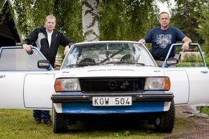 Peter Johansson kommer att läsa kartan åt Peter Sjögren som kör när de deltar i Midnattssolsrallyt den 18-21 juli. Fordonet är en Opel Ascona B 79-årsmodell. En bil som väcker minnen från forna dagar berättar Peter Sjögren.