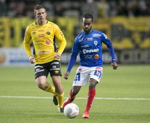 Ammar Ahmed tar sig förbi Anders Svensson.