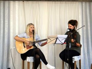 Musikprogram. Systrarna Johanna och Lovisa Larsson sjunger Astrid Lindgrens sånger i hembygdsparken i morgon tisdag.