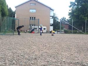 Basir Sharifi spelade fotboll i Borlänge och passade även ofta på att spela med barnen Pelle och Tyra Thunmarker.