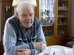 Erik Erntsson, snart 89 år gammal, är skyttarnas skytt i Dalarna och hemma i prisskåpet har han 900 mästerskapsmedaljer – och genom åren har han vunnit över 3 000 priser. Sammanlagt har han nog avlossat miljontals skott under karriären.