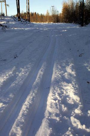 Kommunen kritiseras för bristfälligt underhåll av skidspåren.
