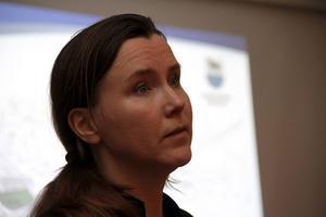 Christina Englund vill ha bättre lagstiftning kring ovårdade hus och tomter.