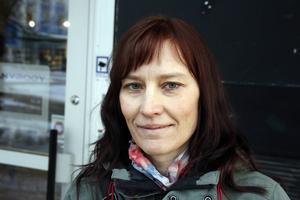 Katarina Lundholm, Bjärtrå:   – Nej, jag känner ingen oro. Jag har aldrig varit med om något och inte mina vänner heller.
